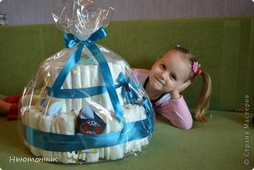 Ну вот и у меня получился тортик!!! Повод-то шикарный - рождение племяшки!!! Пачка подгузников и немного деталей декора, но вроде бы родителям понравился :) фото 2