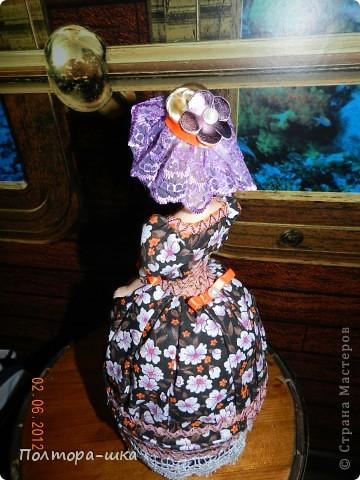 Делала эту куклу совсем не собираясь в вынужденной режиме)) Не успела донести голубоглазую уездную барышню в ромашковом голубом, перехватили по пути к одариваемой приятельнице. Выпросили, не смогли устоять от её небесно-голубых глазок!))) Сделала эту в спешке, по этому не совсем довольна дизайном, но не могла вам не показать! Возможно кто-то интересуется моими куколками и отслеживает появление новых)))  фото 3