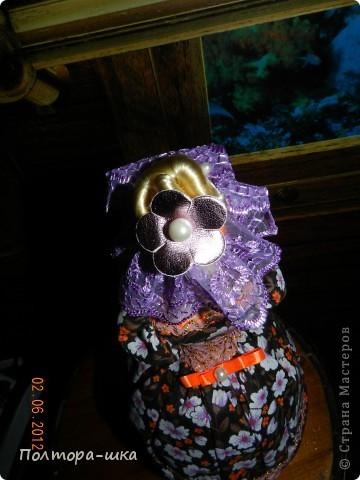 Делала эту куклу совсем не собираясь в вынужденной режиме)) Не успела донести голубоглазую уездную барышню в ромашковом голубом, перехватили по пути к одариваемой приятельнице. Выпросили, не смогли устоять от её небесно-голубых глазок!))) Сделала эту в спешке, по этому не совсем довольна дизайном, но не могла вам не показать! Возможно кто-то интересуется моими куколками и отслеживает появление новых)))  фото 4