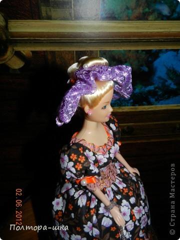 Делала эту куклу совсем не собираясь в вынужденной режиме)) Не успела донести голубоглазую уездную барышню в ромашковом голубом, перехватили по пути к одариваемой приятельнице. Выпросили, не смогли устоять от её небесно-голубых глазок!))) Сделала эту в спешке, по этому не совсем довольна дизайном, но не могла вам не показать! Возможно кто-то интересуется моими куколками и отслеживает появление новых)))  фото 6