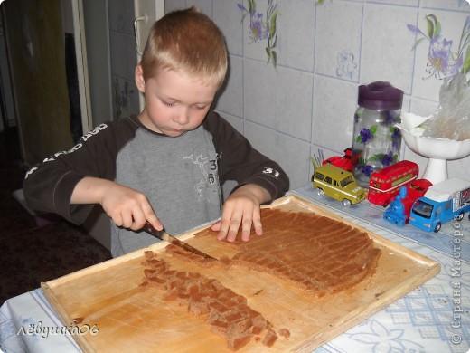вот такой тортик мы сотворили, помогал мне , как всегда, сынишка со своими друзьями( машинками) МК похожего тортика я видела у Ксюшы25, но мы делаем немножко  подругому) фото 5