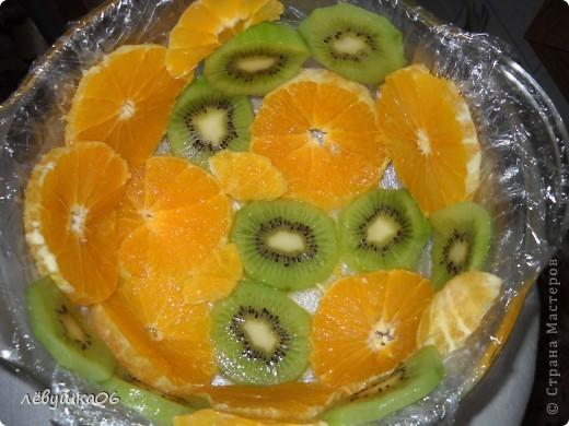 вот такой тортик мы сотворили, помогал мне , как всегда, сынишка со своими друзьями( машинками) МК похожего тортика я видела у Ксюшы25, но мы делаем немножко  подругому) фото 8