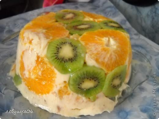вот такой тортик мы сотворили, помогал мне , как всегда, сынишка со своими друзьями( машинками) МК похожего тортика я видела у Ксюшы25, но мы делаем немножко  подругому) фото 14