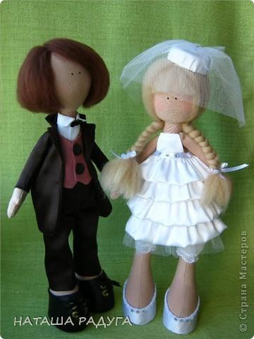 Сшила по своей выкройке( по которой шила куколку в пальтишке) жениха и невесту. фото 1