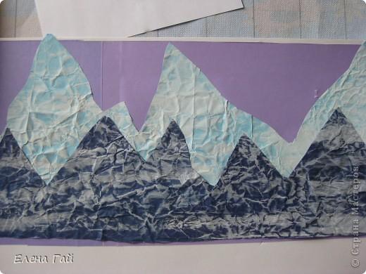 Идея не моя, но решила показать  поэтапность выполнения такой работы, вдруг кому пригодится)) Нам нужен: Картон (для основы), цв. бумага, клей, ножницы, краска, губка (например, для мытья посуды) фото 7