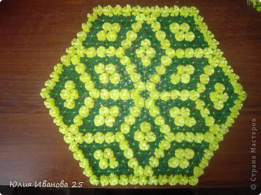 Плетение - Плетеная салфетка на деревянной рамке.