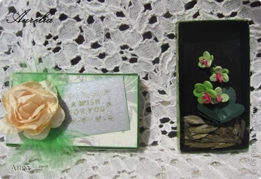 Доброго всем дня! Накрутила я пару миниатюрных букетиков, просто так... Спичечные коробки - вместо рамочек:)) Бумага 1мм, разной плотности. фото 2
