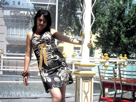 Здравствуйте мастерицы!!!! выношу на Ваш суд моё новенькое платьице из шелка.Честное слово выкроек тю-тю! Просто по одному старому платью cшито. фото 1