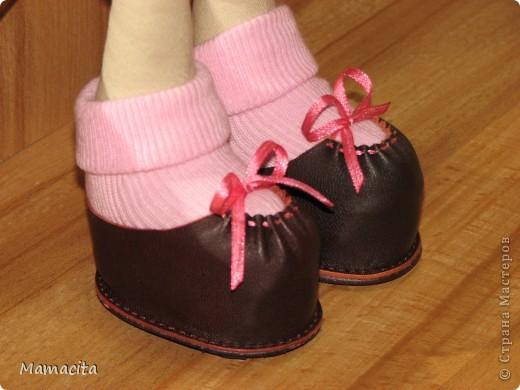 Игрушка Мастер-класс Поделка изделие Шитьё Кожаные ботики для куклы МК Клей Кожа Ленты фото 14