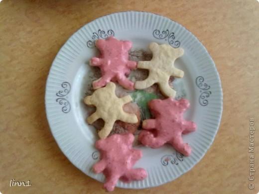 Что только не придумаешь чтобы ребенок  покушал, я тоже выдумываю. Сегодня я испекла печенье мишек и сделала творожно-клубничный крем. фото 1