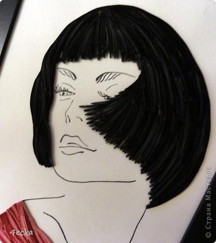 Волосы:3 оттенка (черный, темно -серый, темно-коричневый) Низ:3 оттенка (розовый, сиреневый, алый) К сожалению фото не до конца передало цвет картины( фото 2