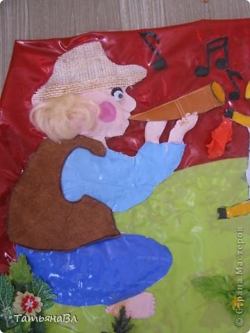 """"""" Пастушок"""",работа сделана из старых рваных плавательных детских кругов, матрасов, скатерти, обложек для книг. фото 3"""