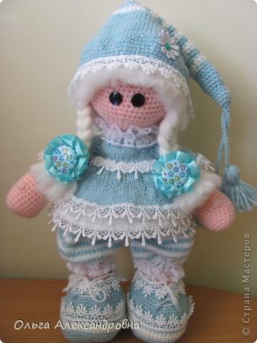 Девчата, вот такая Сплюшка у меня родилась. Очень нравится вязать именно куколок. Думаю, что получился образ неплохо. За основу взята Снежка с Амигуруми, а наряд - мое воображение. фото 4
