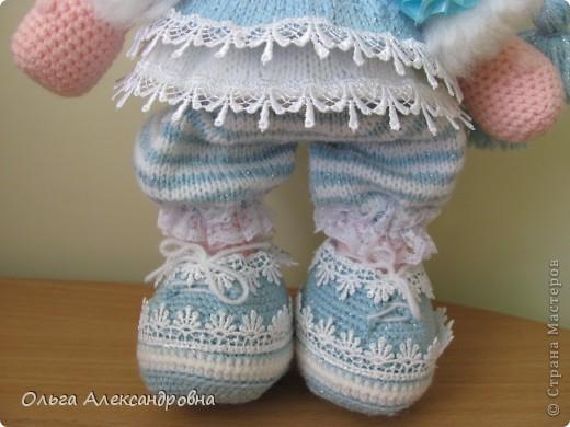 Девчата, вот такая Сплюшка у меня родилась. Очень нравится вязать именно куколок. Думаю, что получился образ неплохо. За основу взята Снежка с Амигуруми, а наряд - мое воображение. фото 6