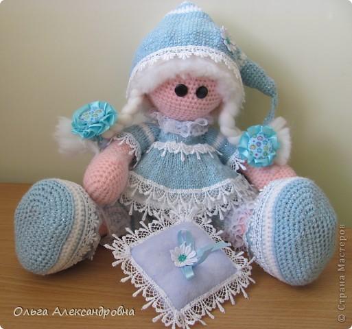 Девчата, вот такая Сплюшка у меня родилась. Очень нравится вязать именно куколок. Думаю, что получился образ неплохо. За основу взята Снежка с Амигуруми, а наряд - мое воображение. фото 3