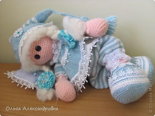 Девчата, вот такая Сплюшка у меня родилась. Очень нравится вязать именно куколок. Думаю, что получился образ неплохо. За основу взята Снежка с Амигуруми, а наряд - мое воображение. фото 2