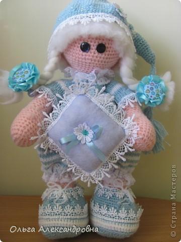 Девчата, вот такая Сплюшка у меня родилась. Очень нравится вязать именно куколок. Думаю, что получился образ неплохо. За основу взята Снежка с Амигуруми, а наряд - мое воображение. фото 1