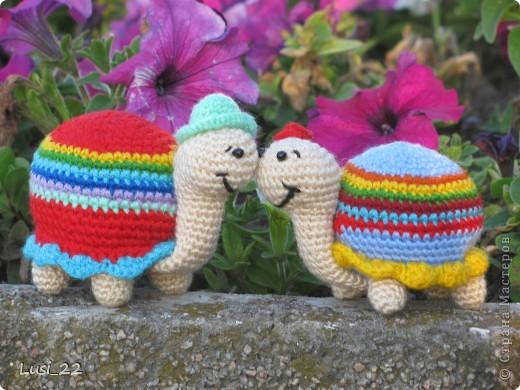 Вот такая парочка получилась. Спасибо Люере за МК http://luera-toy.blogspot.com/2012/01/blog-post_26.html. Я немного внесла свои изменения. Ножки связала не 3 ряда как в оригинале, а 7 рядов. И панцирь немного больше рядов. фото 1