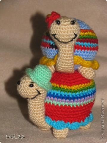 Вот такая парочка получилась. Спасибо Люере за МК http://luera-toy.blogspot.com/2012/01/blog-post_26.html. Я немного внесла свои изменения. Ножки связала не 3 ряда как в оригинале, а 7 рядов. И панцирь немного больше рядов. фото 7