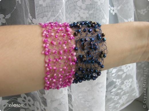 Розовый связан спицами, синий - крючком. Форма легко корректируется.