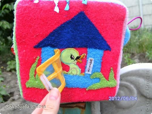 Вот такой кубик я пошила своему сыночку на 9-ом месяце беременности:) Кубик не маленький- ребра 15х15см вот первая сторона- ДЕНЬ :  обучение цветам по радуге, солнышко и тучка, и эмоции- радость и грусть. фото 6