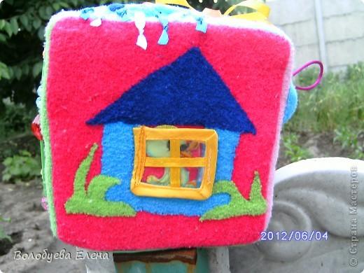Вот такой кубик я пошила своему сыночку на 9-ом месяце беременности:) Кубик не маленький- ребра 15х15см вот первая сторона- ДЕНЬ :  обучение цветам по радуге, солнышко и тучка, и эмоции- радость и грусть. фото 7