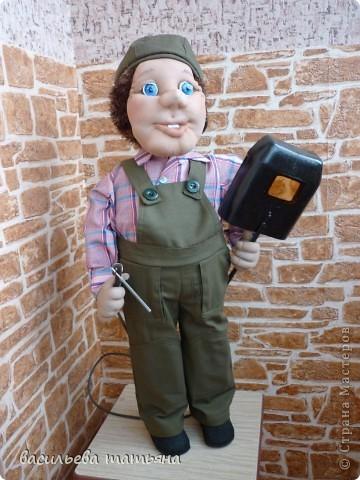 Здравствуйте дорогие  рукодельницы.познакомтесь  это сварщик Василий так зовут моего отца и он тоже раньше работал сварщиком. фото 3