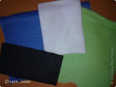 Решила поделиться МК по созданию такого браслета. Для браслета длиной 20 см нам потребуется: Шерсть для валяния красного, желтого и синего цвета (цвета можно выбирать любые) Вода, мыло Иголка, ножницы, полотенце, терка. Для цветка: 1 синий лоскут флиса, 1 зеленый, 1 белый, 1 черный. Нитки зеленые, черные.  Шпажка, клей, ножницы. Ну что ж, приступим. фото 12