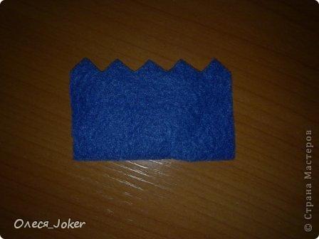 Решила поделиться МК по созданию такого браслета. Для браслета длиной 20 см нам потребуется: Шерсть для валяния красного, желтого и синего цвета (цвета можно выбирать любые) Вода, мыло Иголка, ножницы, полотенце, терка. Для цветка: 1 синий лоскут флиса, 1 зеленый, 1 белый, 1 черный. Нитки зеленые, черные.  Шпажка, клей, ножницы. Ну что ж, приступим. фото 13