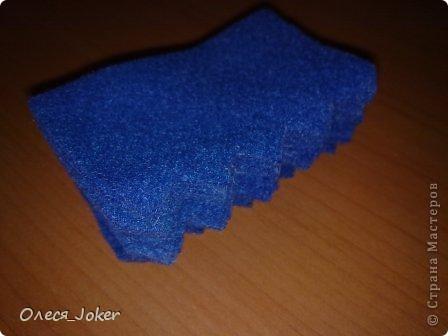 Решила поделиться МК по созданию такого браслета. Для браслета длиной 20 см нам потребуется: Шерсть для валяния красного, желтого и синего цвета (цвета можно выбирать любые) Вода, мыло Иголка, ножницы, полотенце, терка. Для цветка: 1 синий лоскут флиса, 1 зеленый, 1 белый, 1 черный. Нитки зеленые, черные.  Шпажка, клей, ножницы. Ну что ж, приступим. фото 14