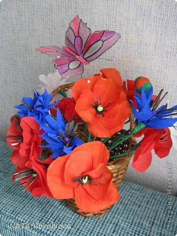 Букет полевых цветов и бабочка фото 1