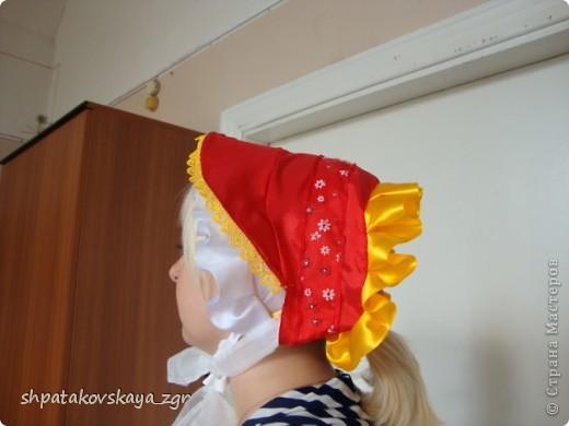 В нашем городе ко дню защиты детей жителям было предложено изготовить головной убор, который носили наши предки. Собственно, мы решили сделать шляпку-капор, которая получила широкое распространение в Российской империи во второй половине 19 века. И вот что у нас получилось. фото 2