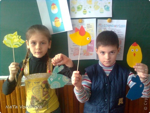 Такую коллективную работу мы сделали с детками первого класса для школьного фойе фото 2