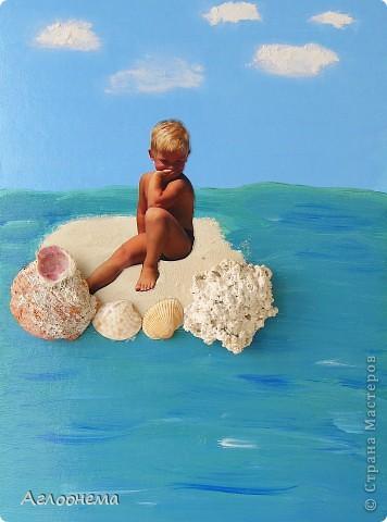 """Всем приятного летнего денька!!! В эту летнюю пору я сдела коллаж, составленный из настоящих """"ингредиетов"""" Атлантического океана:)) - белый песок, камни и ракушки... А так же Саша, загоревший на берегу океана, который очень любит дельфинов и ждет их появления:))) А море и небо я рисовала сама множеством слоёв акрила. Небо - текстурная паста. фото 1"""