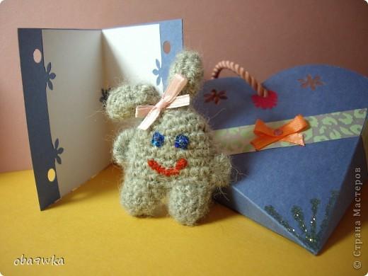 В состав набора входят: брелок- зайчик, открыточка и подарочная сумочка)) фото 2