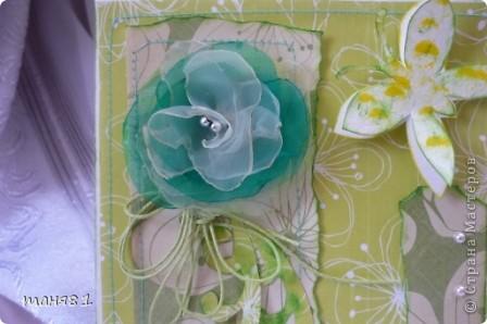 Добрый день всем. Сегодня у меня вот такая открыточка в цвет лета. Подобрала все оттенки зеленого. Срап -бумага, бусины, распечатка, самодельный цветок. фото 2