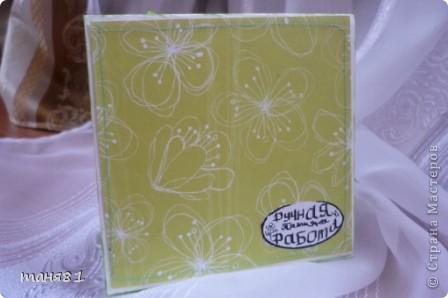 Добрый день всем. Сегодня у меня вот такая открыточка в цвет лета. Подобрала все оттенки зеленого. Срап -бумага, бусины, распечатка, самодельный цветок. фото 6