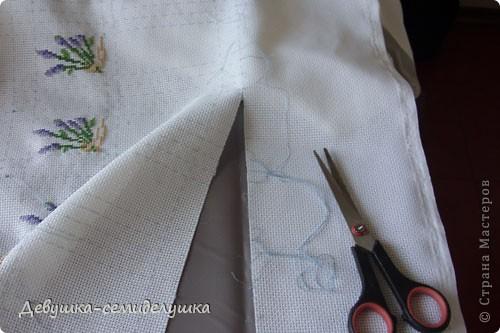 Саше - подушечка с ароматизаторами, предназначенная для ароматизации белья или отпугивания моли. Так как свадьба дочери планируется в лавандовом стиле, то саше содержит цветы лаванды. фото 6
