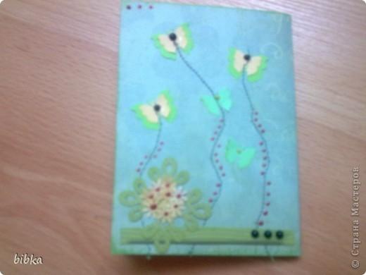 Очередная обложка на паспорт. Использовала скрап-бумагу (выписала в интернет-магазине, довольнёхонька), дырокольные бабочки и цветочки. фото 2