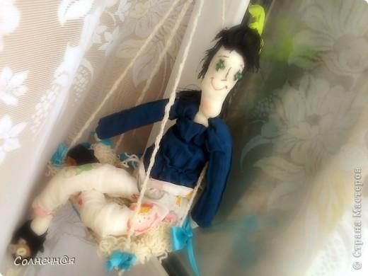 """Не могла найти подходящую выкройку и в итоге использовала выкройку тильды (а в шитье я тот ещё """"чайник""""). К кукле идут качели, птичка и пальтишко. фото 1"""
