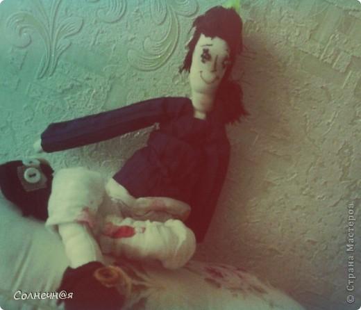 """Не могла найти подходящую выкройку и в итоге использовала выкройку тильды (а в шитье я тот ещё """"чайник""""). К кукле идут качели, птичка и пальтишко. фото 2"""