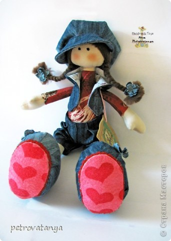 Увидев в нете куклы Т. Коннэ я в них просто влюбилась. Пошарила по нету нашла выкройку и приступила к работе. И вот что у меня получилось, рост куклы 31 см. фото 5