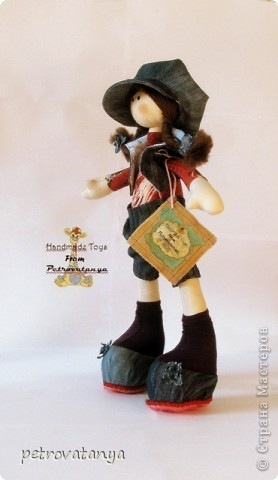 Увидев в нете куклы Т. Коннэ я в них просто влюбилась. Пошарила по нету нашла выкройку и приступила к работе. И вот что у меня получилось, рост куклы 31 см. фото 1