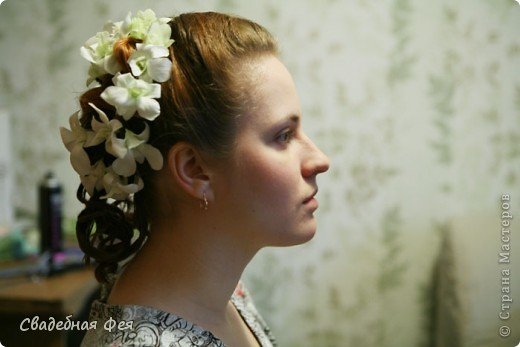 Прежде всего прическа и макияж должны Вам подходить и гармонировать со всеми элементами свадебного образа (платье, букет, украшения). Мастер-класс по свадебной прическе и макияжу. Образ создан стилистом-визажистом Людмилой Микаелян. фото 6
