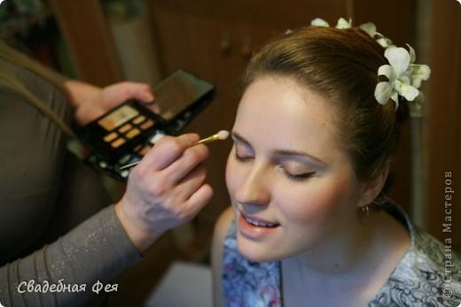 Прежде всего прическа и макияж должны Вам подходить и гармонировать со всеми элементами свадебного образа (платье, букет, украшения). Мастер-класс по свадебной прическе и макияжу. Образ создан стилистом-визажистом Людмилой Микаелян. фото 10