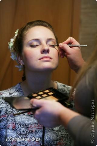 Прежде всего прическа и макияж должны Вам подходить и гармонировать со всеми элементами свадебного образа (платье, букет, украшения). Мастер-класс по свадебной прическе и макияжу. Образ создан стилистом-визажистом Людмилой Микаелян. фото 11