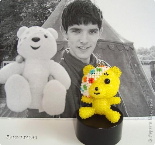 По примеру китайских звериков сделала своего любимого Падси! Здесь мой первый жёлтый мишка в мозаичном плетении http://stranamasterov.ru/node/288857. Падси (Pudsey). Традиционный Падси – желтый медведь с перевязанным правым глазом. фото 2