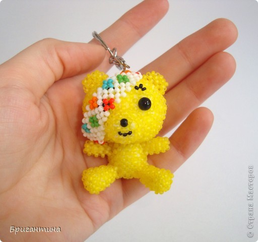 По примеру китайских звериков сделала своего любимого Падси! Здесь мой первый жёлтый мишка в мозаичном плетении http://stranamasterov.ru/node/288857. Падси (Pudsey). Традиционный Падси – желтый медведь с перевязанным правым глазом. фото 1