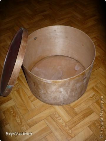 Здравствуйте, дорогие мастера и мастерицы!Спешу услышать ваши  советы,критику (или может приятности...) по поводу задекорирванной мною большой шляпной коробки. фото 7