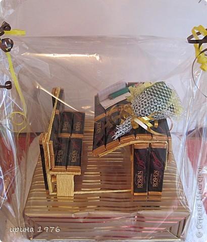Школьная парта . Ушло 3 шоколадки. Подарили учителю на праздник Букваря. фото 2